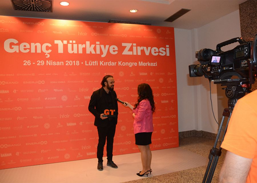 Dr Ozgur AKIN honored with Businessman Award of 2018 Young Turkey Vecihi Hurkus - 4