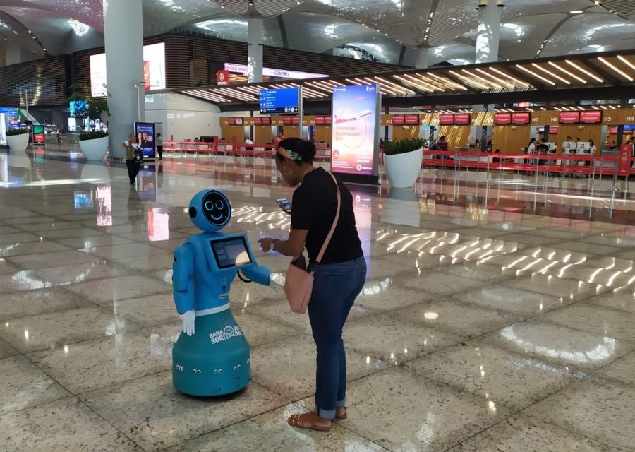 Humanoid Robot Mini ADA Starts Working at Istanbul Airport - 1