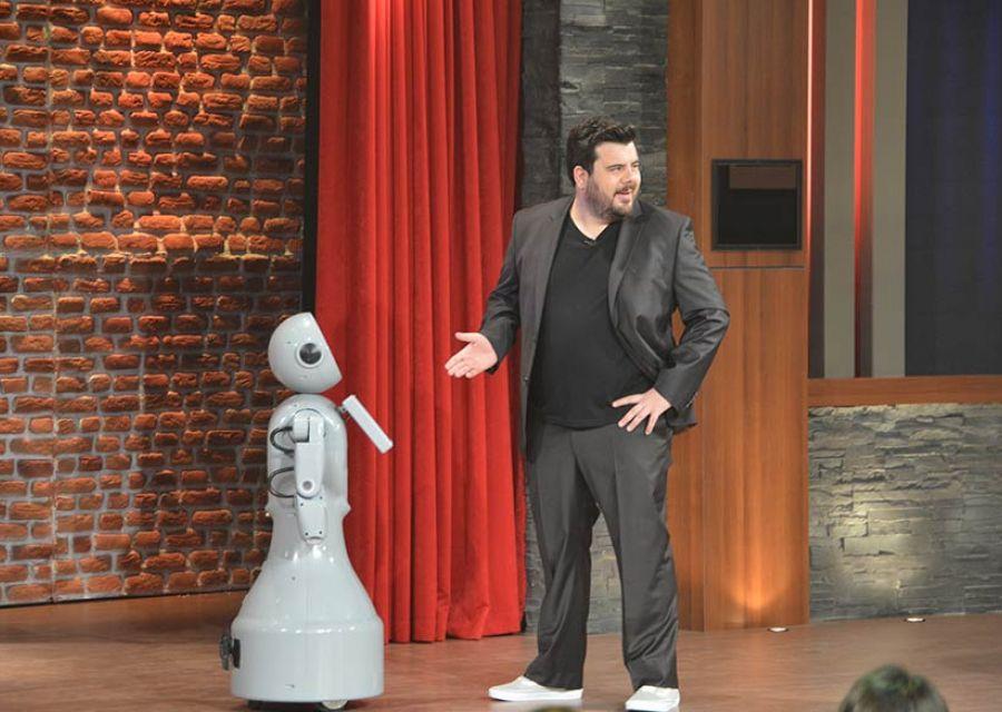 Robot Mini ADA at Eser Yenenler Show - 1