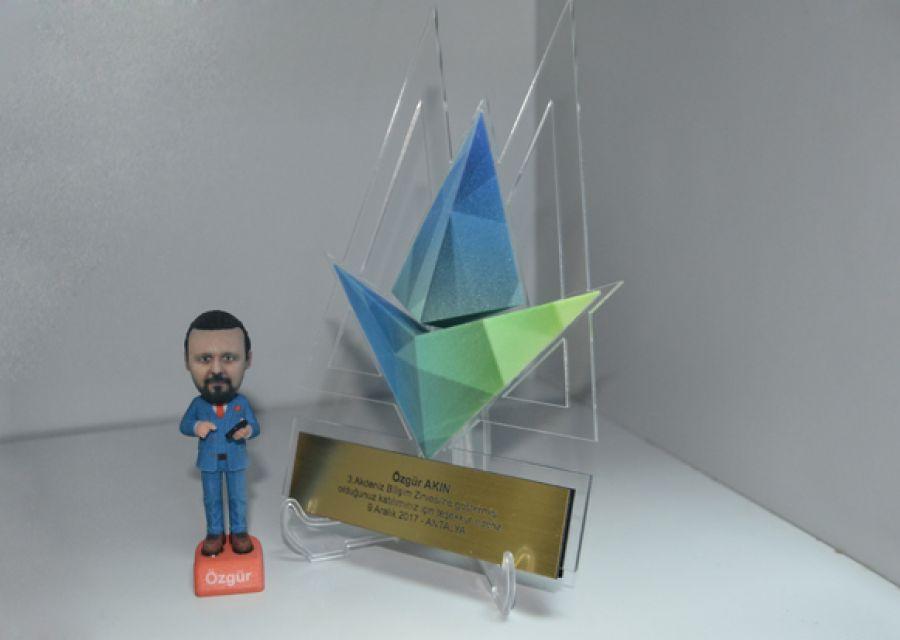 The Award Presented to Dr Özgür AKIN At the 3rd Mediterranean Informatics Summit